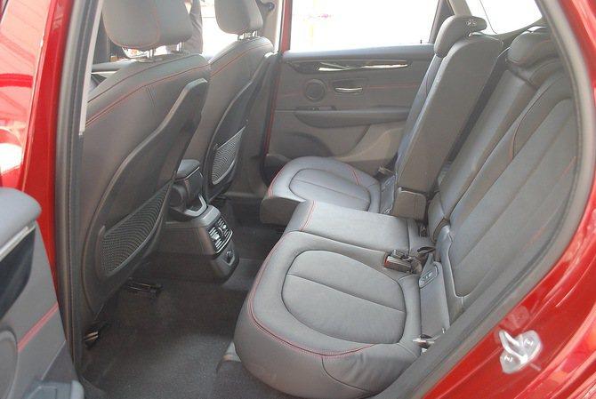 2系列Active TOurer搭載同級唯一的可前後移動13公分的後座椅,帶來空...