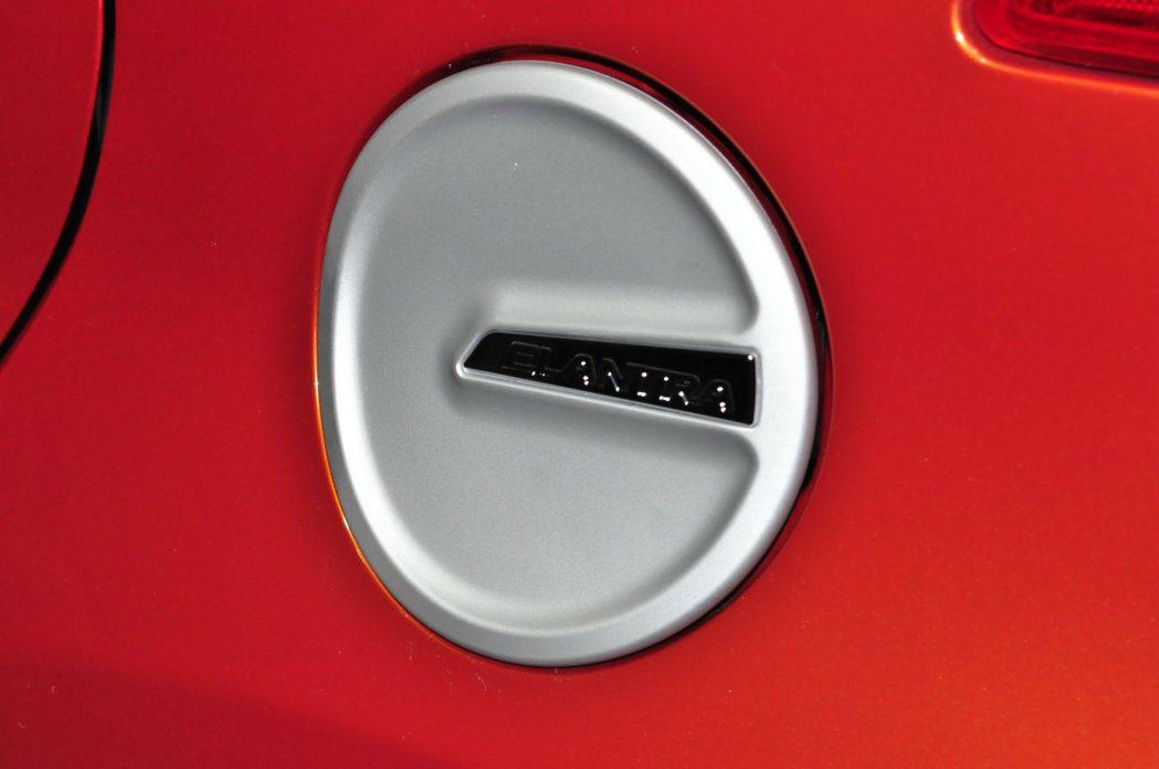 選配原廠空力配件:個性油箱蓋。 記者許信文/攝影