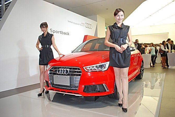 全新Audi S1 Sportback有霸氣十足的外觀設計風格,緊湊的車身線條則...