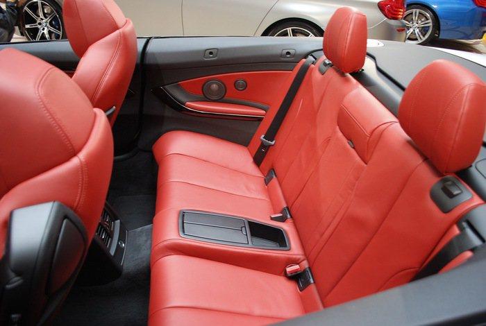 座艙界面配置以駕駛者為導向,用料頂級,以Merino真皮內裝環艙包覆。 記者趙惠...