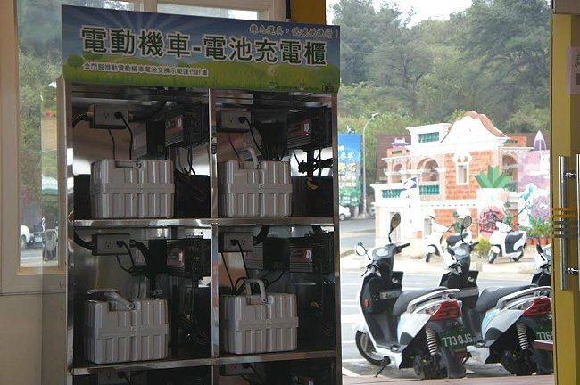 密集遍佈的電池更換點讓離島觀光低碳化更具實質成效。 中華汽車提供