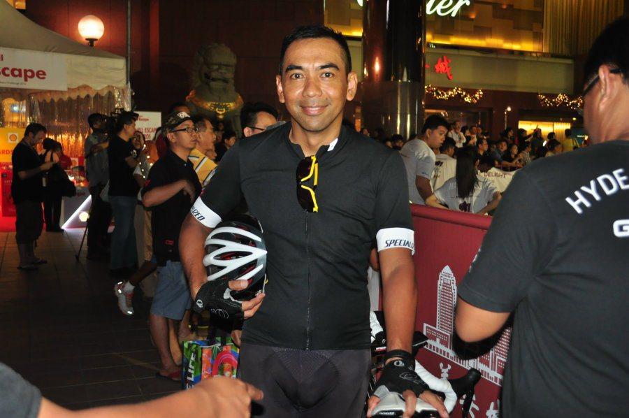 2002年第一屆冠軍得主Mohamad Amat也在圍觀人群中。 記者許信文/攝...