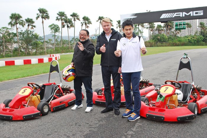林帛亨和羅賓,與Mika在賽車場上進行卡丁車友誼賽。 記者趙惠群/攝影