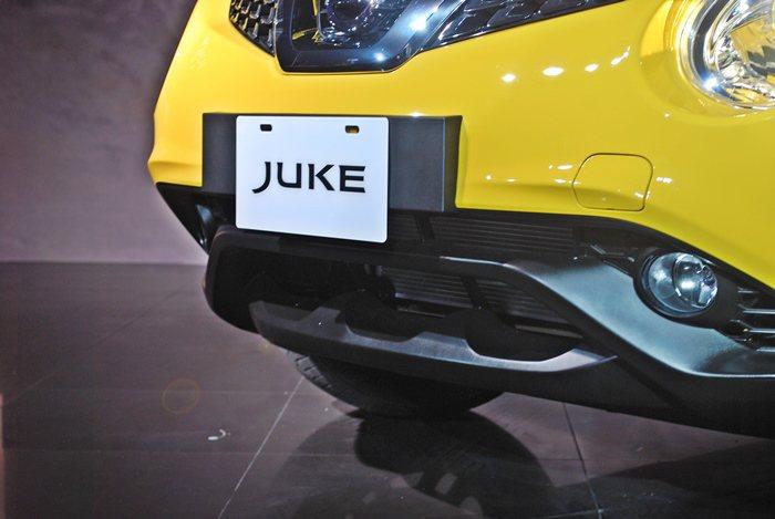 改款Juke也有全新設計仿如跑車的下氣壩和霧燈組,使它的車頭正面吸睛。  記者...