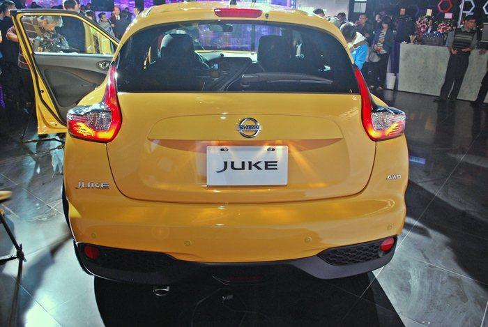現行版Nissan Juke的尾燈採取比照350Z的迴力鏢造型。 圖/聯合報系資...