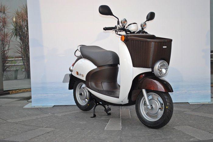 E-VINO電動機車,它由VINO輕型機車進化而來,有復古的圓燈和圓鼓的車腹造型...