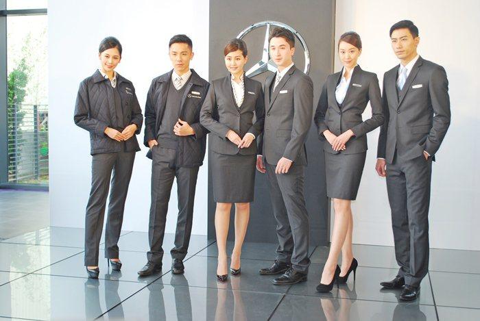 賓士在台南啟用剛完工並依德國原廠現代奢華設計風格打造的全功能展示中心,並發表時尚...