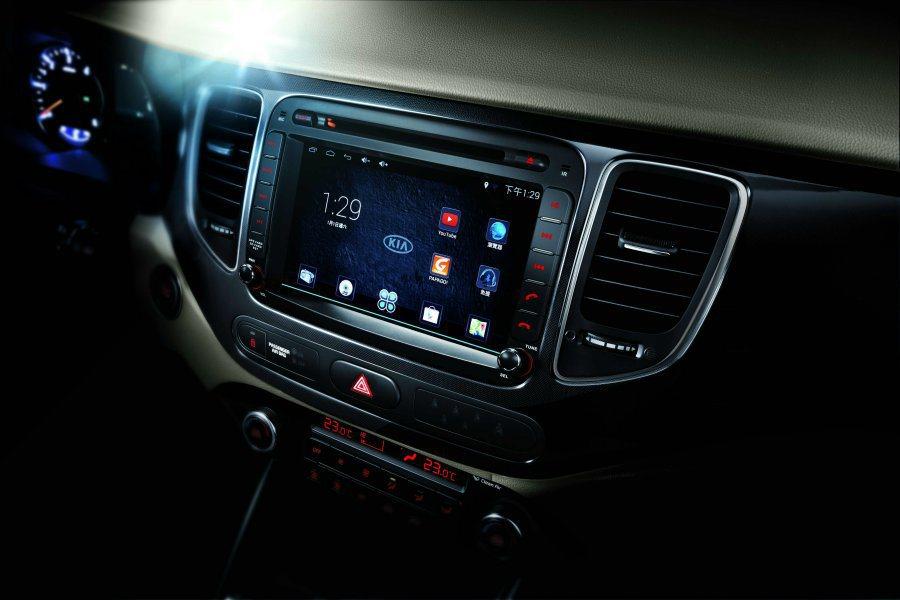 旗艦版搭載8吋DVD多媒體觸控音響+GPS+Android系統,幾乎等同一台平版...