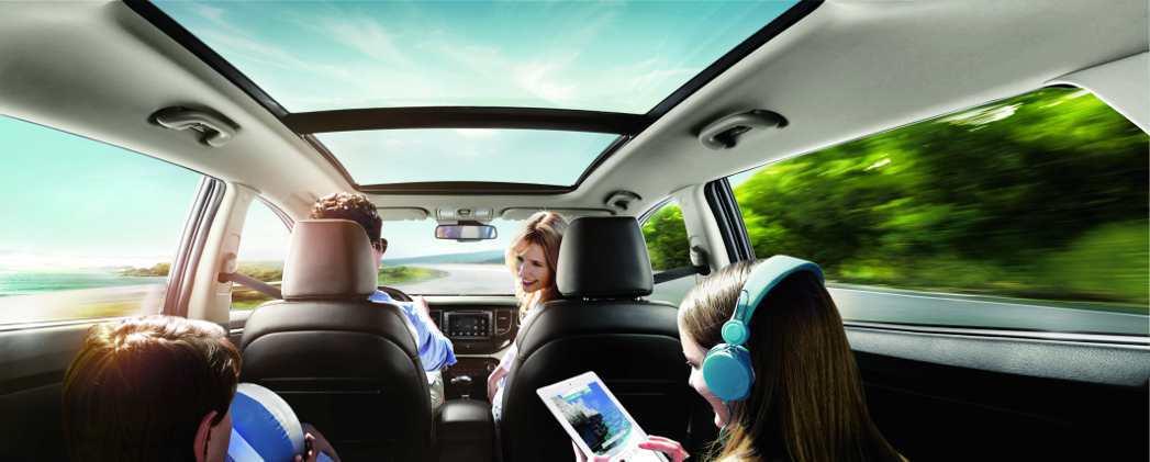 環車透明視野,空間設置實用貼心,是適合家庭共乘的新選擇。 KIA提供