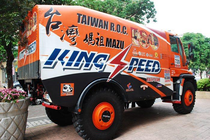 陳和皇為參加2015達卡大賽,將賣出這台Unimog台灣祖媽號。 記者趙惠群/攝...