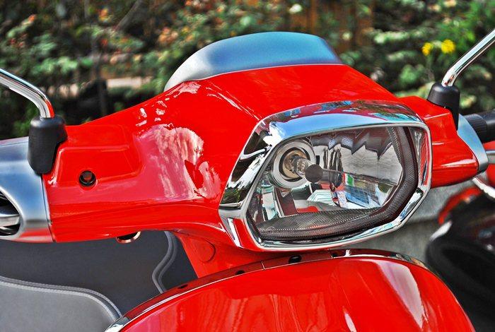 Sprint採用1963年首度推出的方形頭燈設計,但進化為六角形,並融合LED晝...
