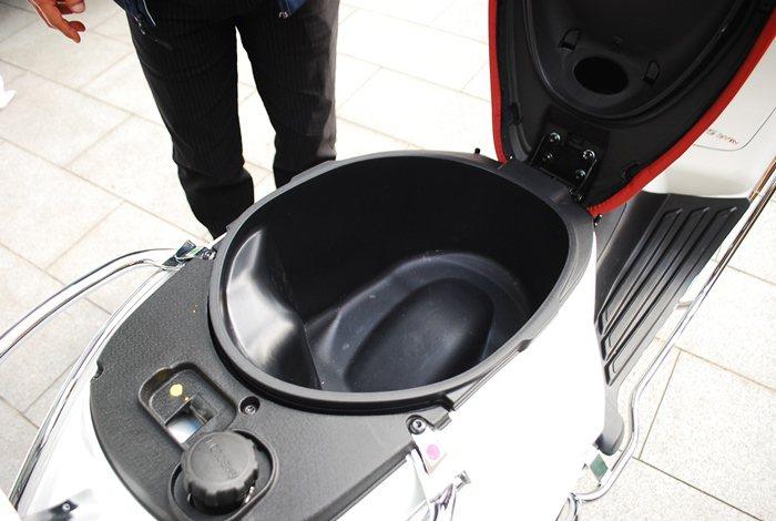 Sprint座椅下的置物空間從14.3公升增加為16.6公升。 記者趙惠群/攝影