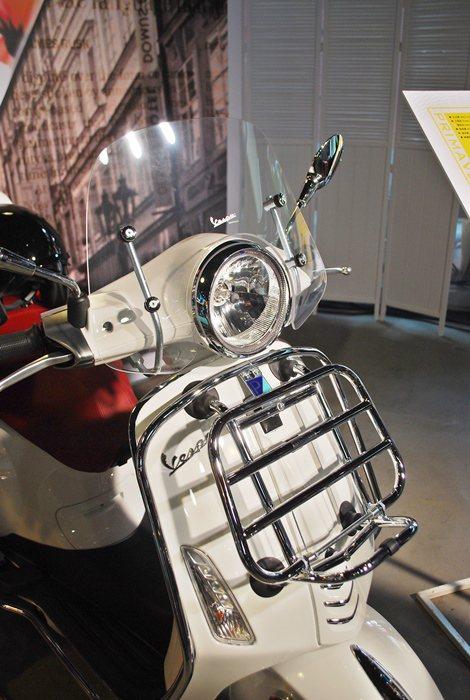 Primavera另提供客制化配件供車主選擇,包括風鏡和前置物架,以及尾箱和安全...