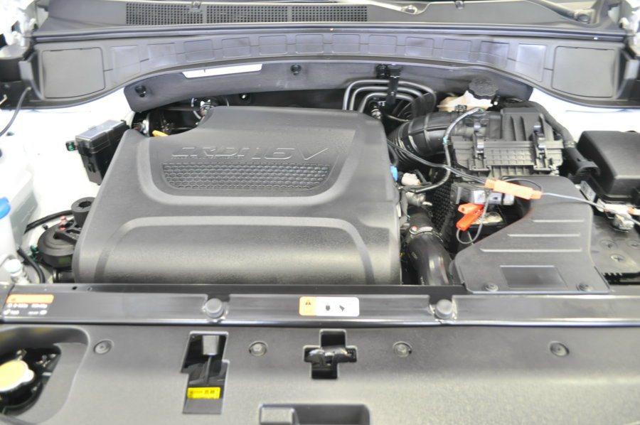 Santa Fe搭配2.2升柴油引擎,結合eVGT可變幾何渦輪增壓,動力充沛最大...