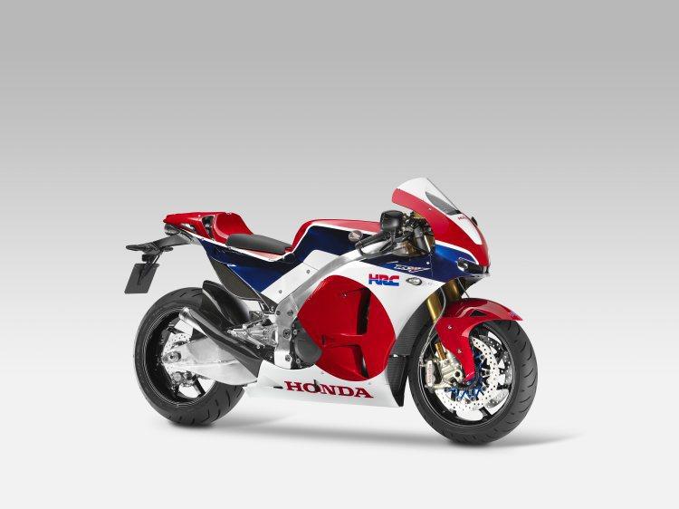 將頂級賽事中的工廠賽車商品化限量上市也是這幾年2輪車壇的趨勢之一,Honda於2...