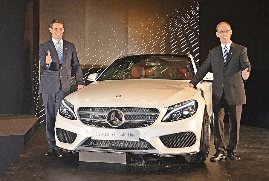 台灣賓士汽車總裁邁爾肯(圖左)與轎車業務行銷副總裁司達恆共同主持c Class ...