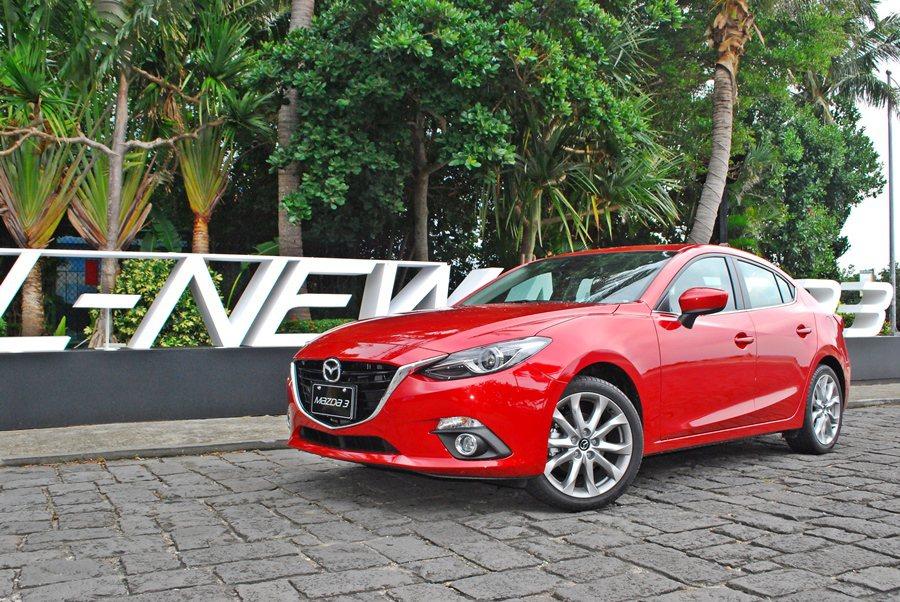 2月26日馬自達(MAZDA)推出Mazda3四門入門款,並祭出70萬以下的售價...