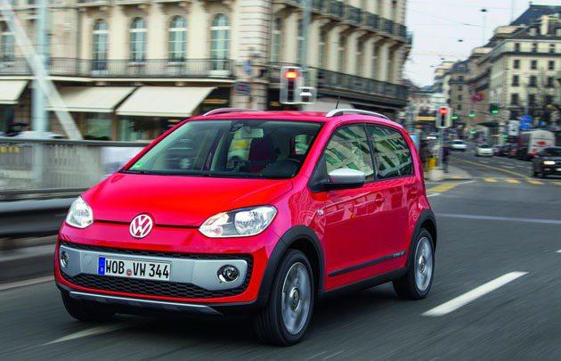 cross up!前保桿採銀色塗裝增強其運動感 VW