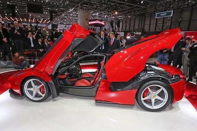 LaFerrari門側輪拱附近有大型排氣口。 Ferrari