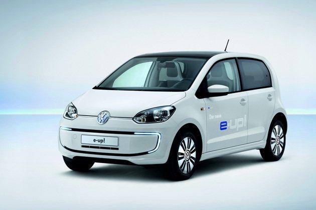 VW e-up!純電動車車頭前保桿有LED光條構成的晝行燈。 VW