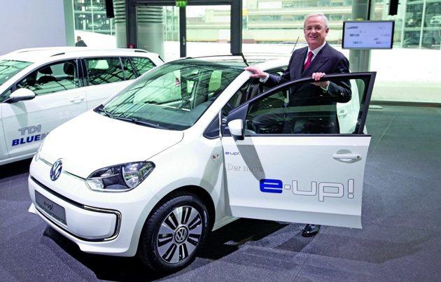 VW集團總裁Winterkorn在年度記者會中發表全新e-up!。 VW