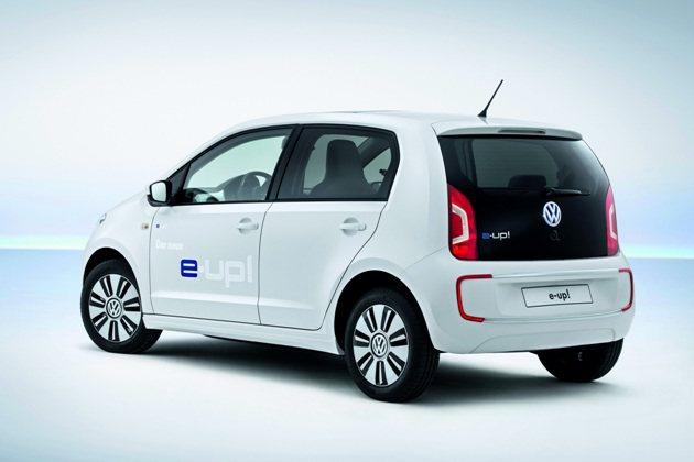e-up!車尾與汽油版up!相同,後保桿上有LED尾燈與煞車燈。 VW
