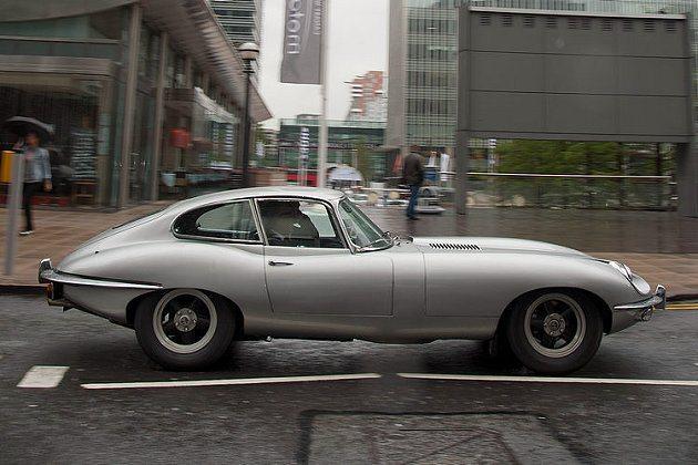 Jaguar自1961年推出E-Type之後,即以其優美造型、強悍性能與高度競爭...