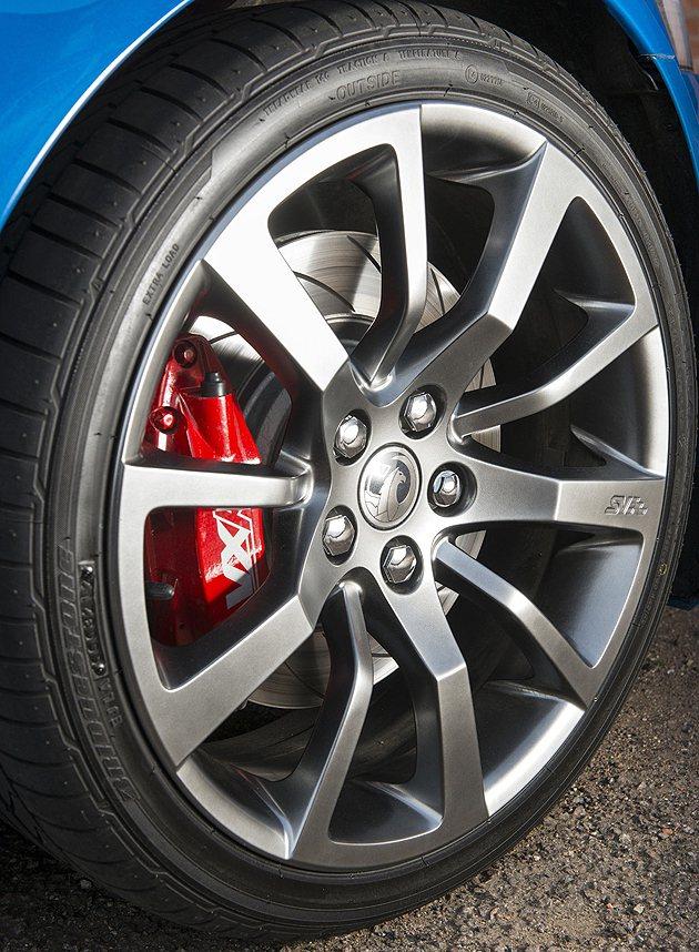 HSV 20吋鍛造鋁圈,搭配紅色卡鉗。 Vuaxhall