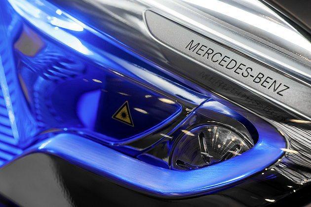 出風口結合雷射冷光照明,開冷氣時會呈現藍光。 M-Benz