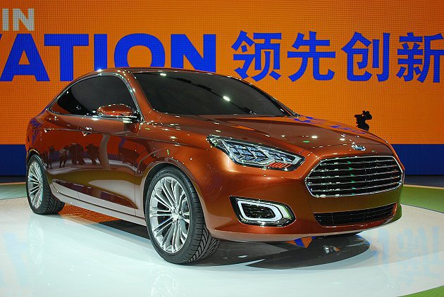 福特Escort概念車在上海車展全球首發,水箱護罩設計與家族成員一致並運用LED...