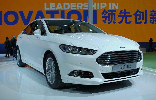 福特全新Mondeo上海車展亞洲首發,動力系統部分有兩具小型渦輪增壓引擎可選。 ...