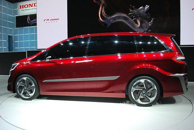 HONDA Concept M車側視覺充滿跑格,運用鋁質飾條裝飾腰身,並有渦流造...