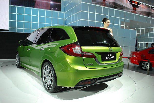 HONDA Jade車尾造型簡潔有力,並有特大後窗。 趙惠群