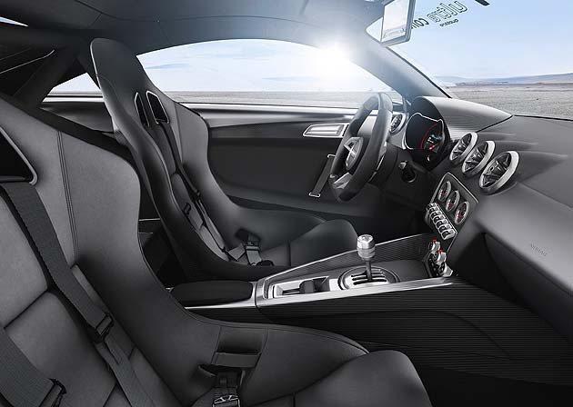 內裝座椅來自R8 GT,還有部分碳纖維飾板同步導入。 Audi