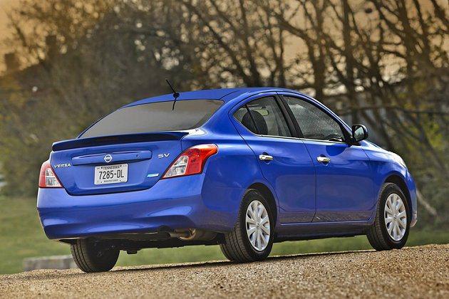 2014年式Versa Sedan售價是全美銷售新車中最低。 Auto-Onli...