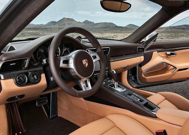 911 Turbo S車型內裝有18向式調節和記憶套件的全功能跑車座椅。 Por...