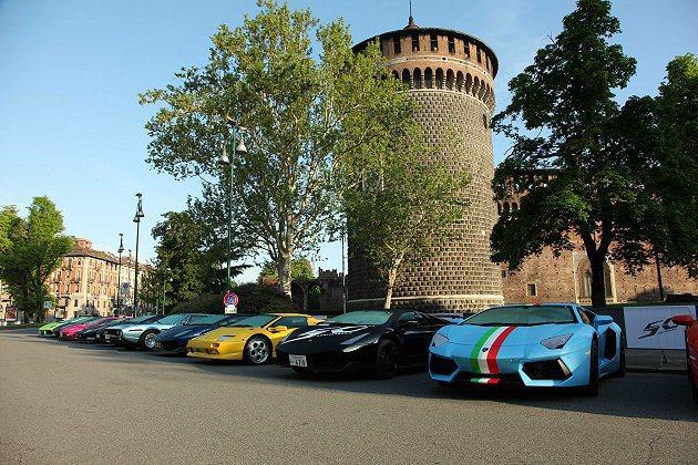 Lamborghini50週年慶典活動,眾多蠻牛齊聚米蘭卡斯特羅廣場。 Lamb...