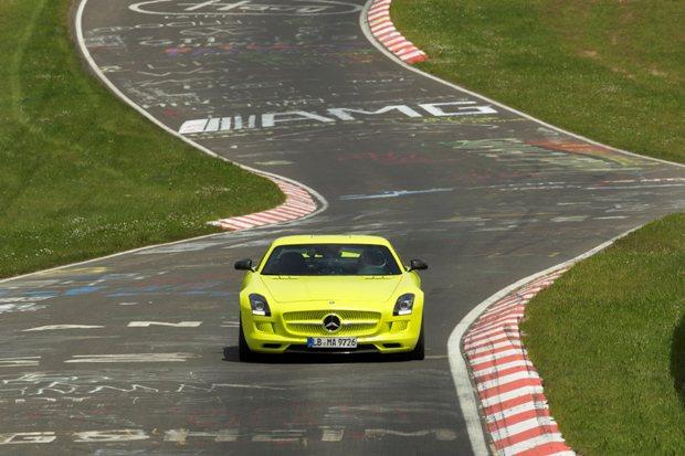 SLS AMG Coupe Electric Drive藉由電力驅動各車輪,並且...