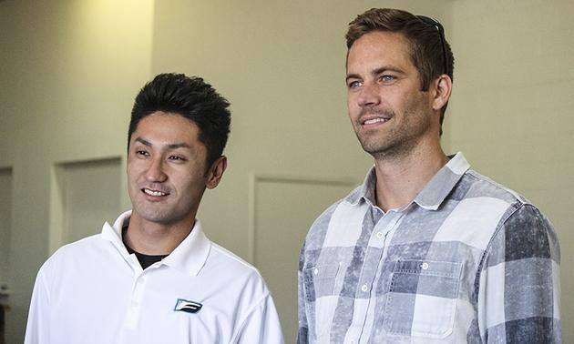 保羅沃克與專業車手Ken Gushi(左)。 Lexus