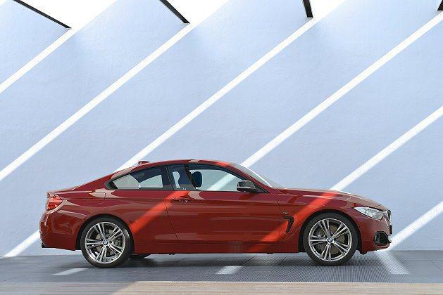 車側肩線由前輪拱延伸到尾燈與車頂線集結。 BMW