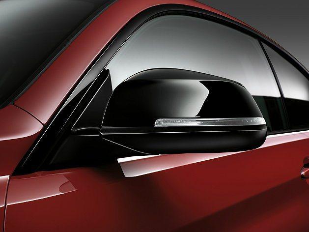 附有LED方向燈的車外後視鏡。 BMW