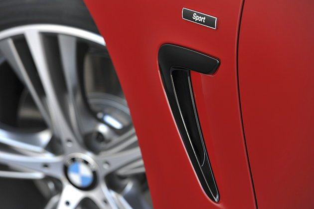 前輪後方有導流氣孔Air Breather,可降低周邊的空氣阻力。 BMW