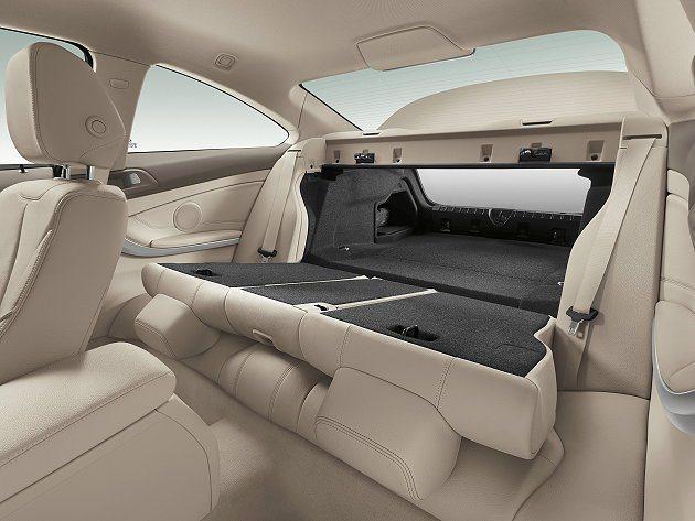 後座強化它的運動功能增強包覆,另有424配置可快速傾倒提供極大置物平台。 BMW