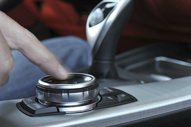 iDrvie旋鈕具有手指觸控功能。 BMW