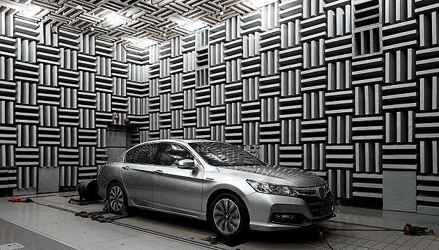 車身採用高剛性輕量化鋼材打造抑制震動,並提升節能效率。 Honda