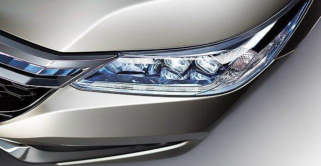 車頭燈採複合式設計結合LED燈組。 Honda