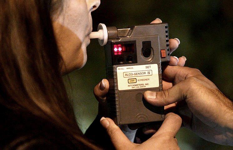 酒精偵測器是否能搭載於汽車原廠配備上。 編輯部