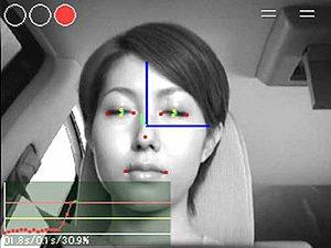 臉部動態偵測。 Nissan
