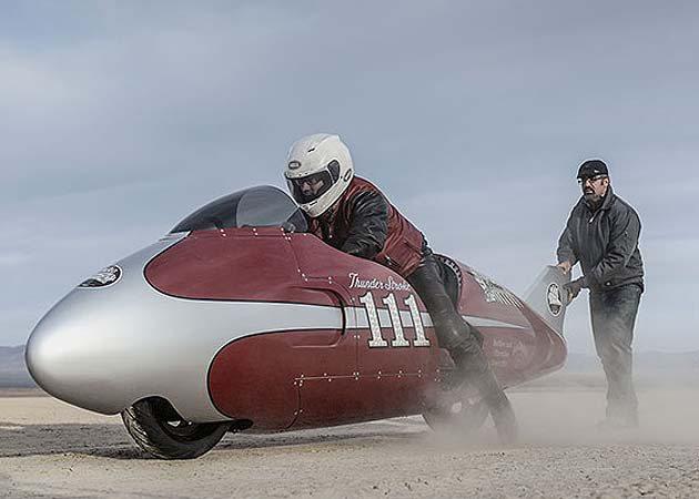 AMA Supermoto的名人Todd Eagan騎著Thunder Stro...
