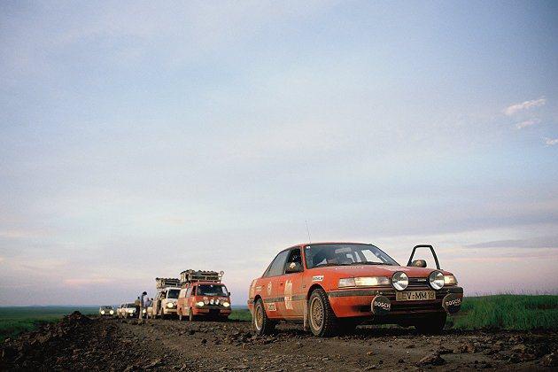 Mazda跨洲萬里長征不是第一次;圖為1990年Mazda 626長征圖。 Ma...
